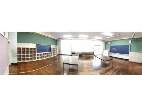 廃校になった教室がエクササイズスタジオに(°_°)