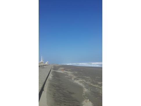 風が少し冷たい誰もいない海