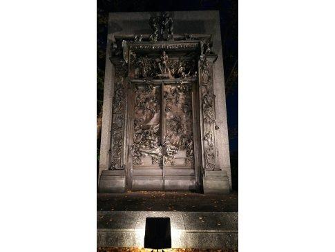 夜の「地獄の門」