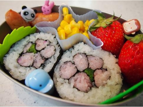 15分で完成★桜の巻き寿司弁当♪